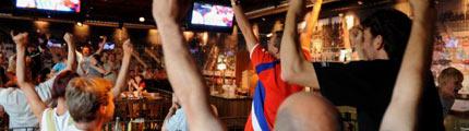 Muži, pivo, sport... (Foto ČTK)