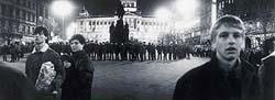 Takhle to u sochy vypadalo o Palachově týdnu v lednu 1989    - Foto JAN ŠIBÍK